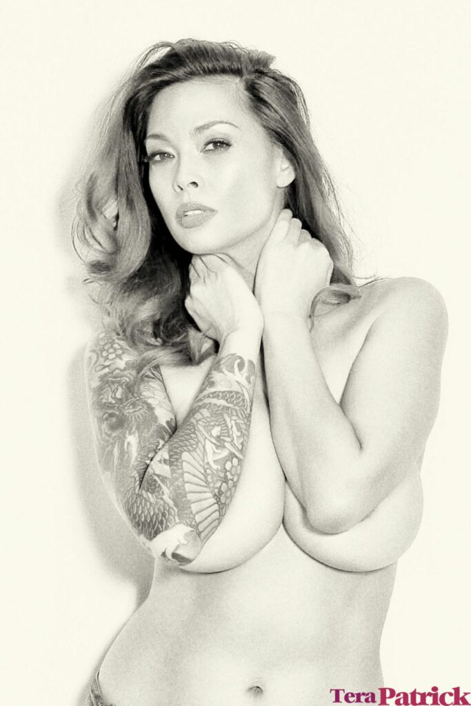Mooie vrouw heeft mooie tatoeages